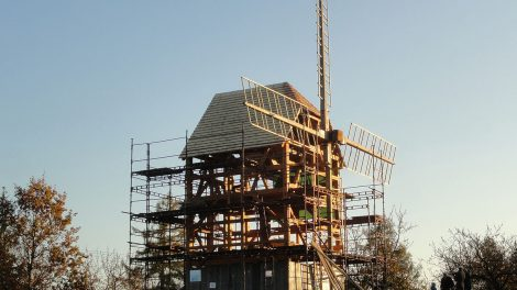 """V Borovnici na Trutnovsku se po 52 letech konečně dočkali svého """"větráku"""""""
