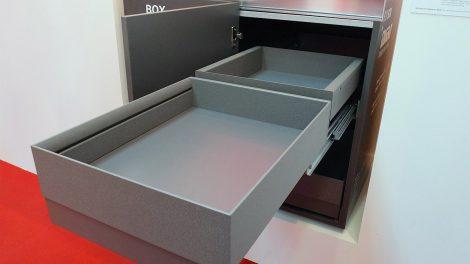 Rohová skříňka