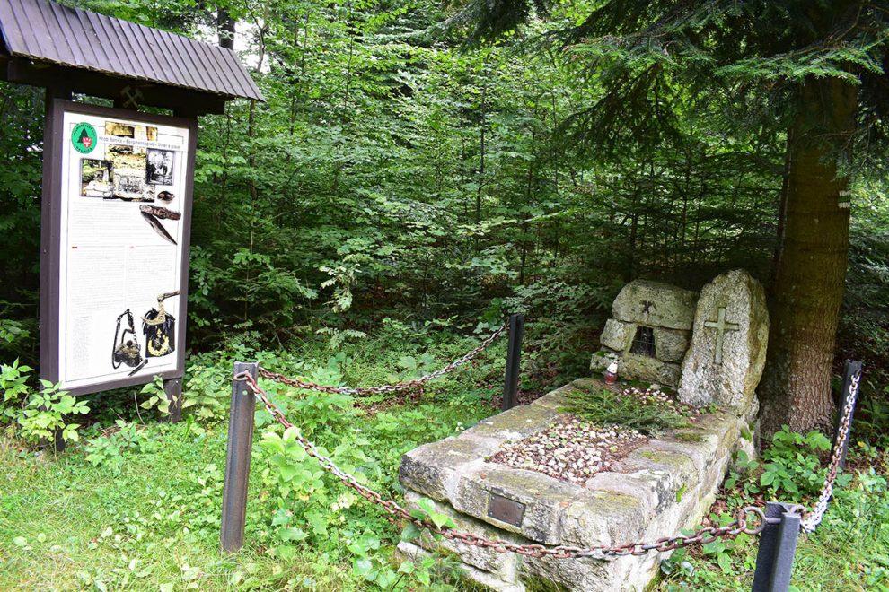 Gelnickí lesníci v spolupráci s Baníckym múzeom v Gelnici zrenovovali Hrob baníka zroku 1937